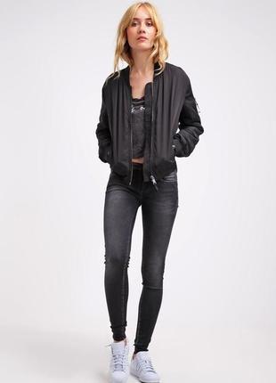 Черный бомбер куртка размер xs
