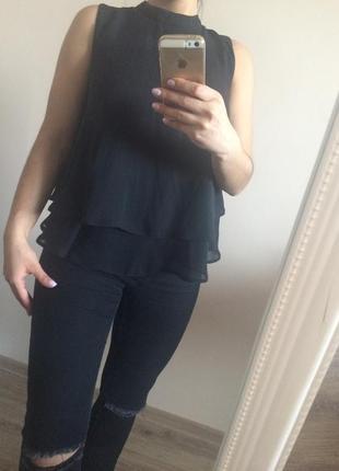 Блузка чёрного цвета , очень красивая