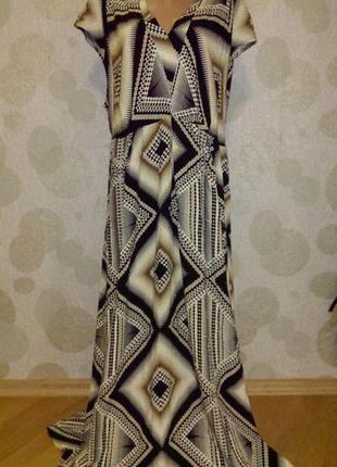 Красивое длинное платье с принтом из натуральной ткани
