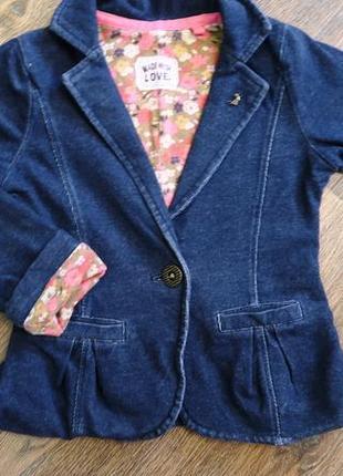 Модный трикотажный пиджак