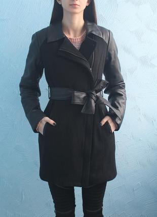 Стильное пальто с кожаными рукавами concept club