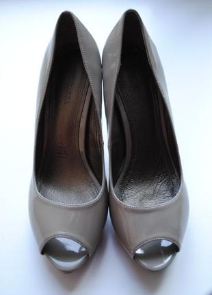 Лаковые туфли с открытым носочком lory garda