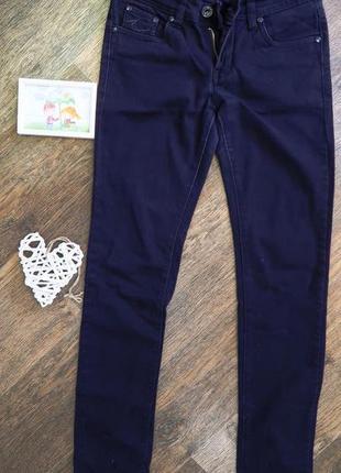 Стильные джинсы узкачи