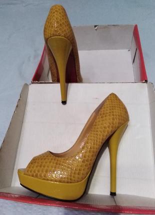 Красивые жёлтые туфли под рептилию roselight 38 р.
