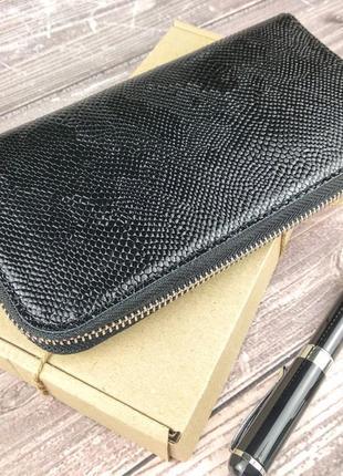 Женский кожаный кошелек на молнии lika-2 (черный питон).