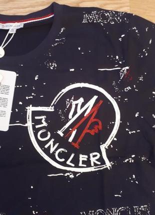 Красивая мужская футболка moncler