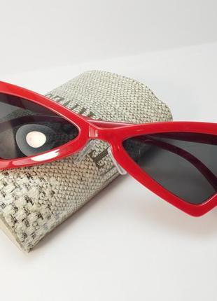 Модные красные ретро-очки с черными линзами