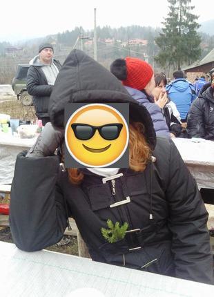 Укороченная черная куртка пуховик с капюшоном пряжками городская лыжная6 фото