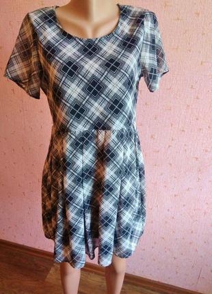 Актуальное короткое платье в шотландскую клетку от известного бренда boohoo