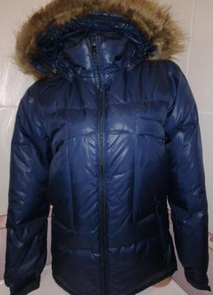 Темно-синяя брендовая пуховая куртка