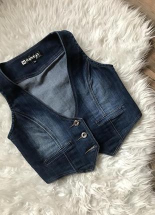 Джинсовая жилетка monday jeans