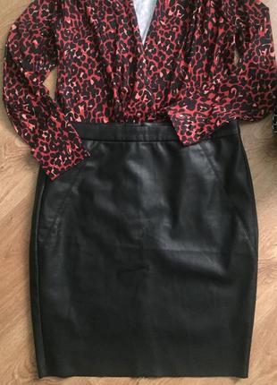 Очень красивая стильная фирменная кожаная юбка