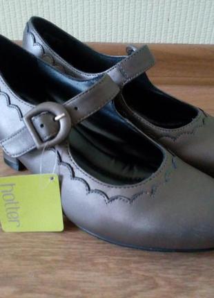 Новые туфли на каблучке hotter