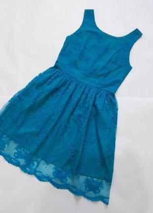 Очаровательное кружевное платье, подчеркивает линию талии, вырез на спинке, s/m