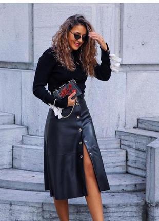 Шикарная кожаная юбка на кнопках от zara! в наличии размеры s !
