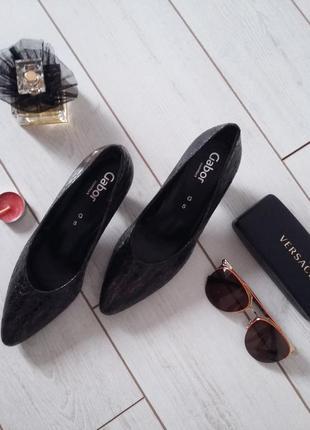 Изумительные лаковые лодочки туфли на удобном среднем каблуке made in portugal