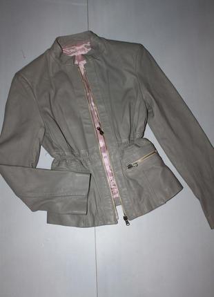 Крутая кожаная куртка размер с . италия
