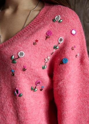 Мягенький теплый свитер с аппликацией из бисера
