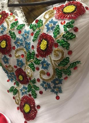 Весільна сукня в українському стилі