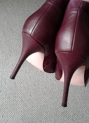 Кожа 100% шикарные ботильоны состояние новых цвет бордо на ножку 25,5см