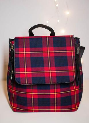 Красный рюкзак в шотландскую клетку