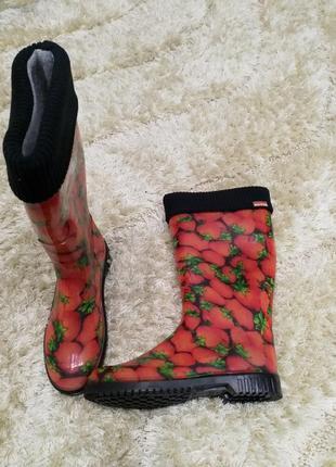 Женские резиновые сапоги утеплённые съёмный носком клубничка
