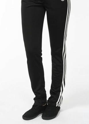 Женские спортивные брюки adidas  32(xs) и 34(s)