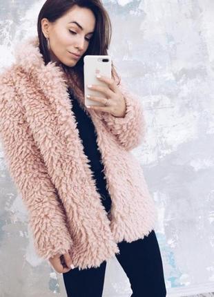 Модная шуба розового цвета