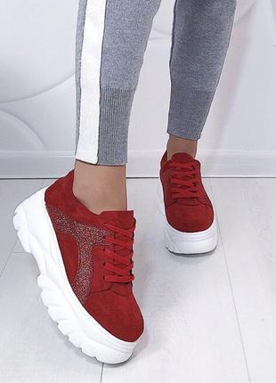 Новые красные кроссовки размер 36,37,38,39,40