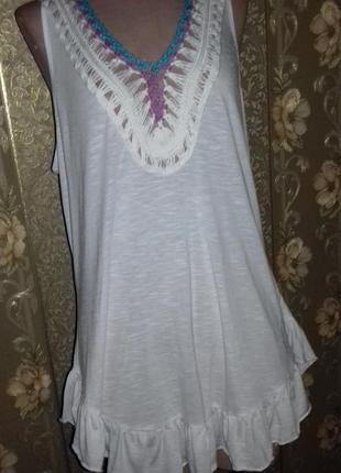 Белая майка-туника с вязаной вставкой
