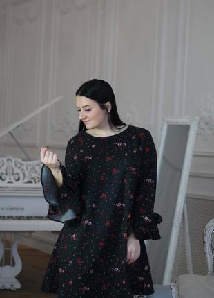 Чёрное, прямое платье, свободного кроя, оверсайз, рукав клёш/волан, размер xl.