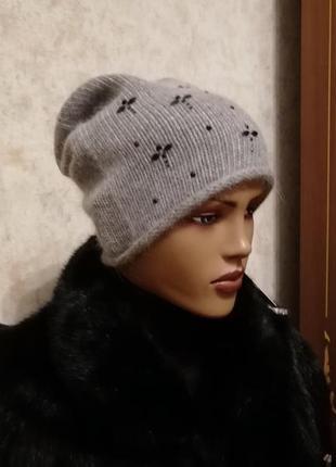 Стильная тоненькая шапка серая