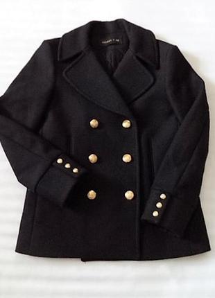 Царское очень теплое пальто с масивными золотыми пуговицами из дорогой колекции h&m