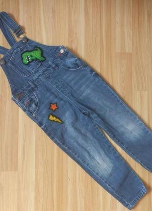 Фирменный джинсовый комбинезон next малышу 3-4 года состояние отличное.