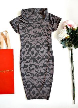 Платье с объемным воротником