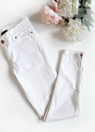 Белоснежные джинсы