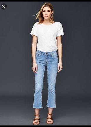 Трендовые джинсы укорочённые клёш, высокая посадка талии!