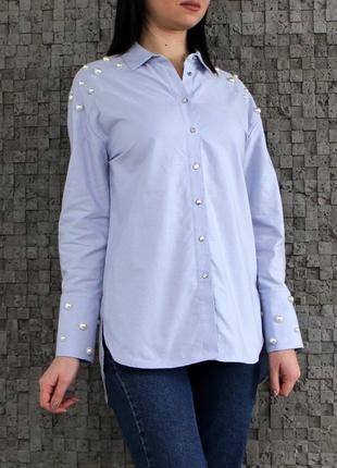 Очень красивая и стильная рубашка из натуральной ткани украшенная жемчугом