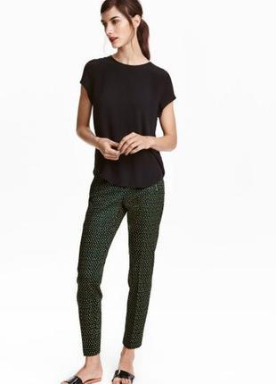 Черные брюки с узором h&m