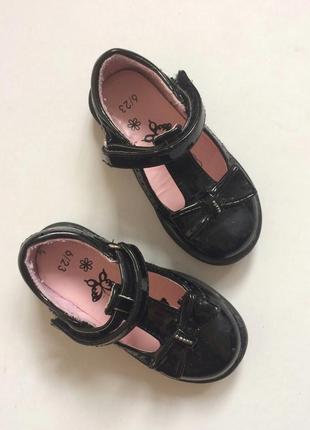 Милые лаковые туфельки 23 размер