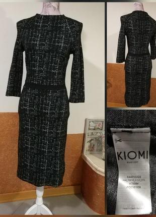Фирменное стильное качественное стрейчевое вискозное платье футляр.