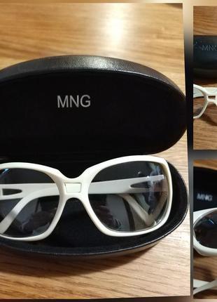Фирменные стильные качественные селнце защитные очки.