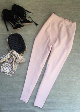 Актуальные брюки с высокой посадкой