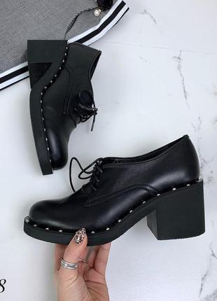Стильные туфли из натуральной кожи на низком каблуке. размеры с 36 по 40
