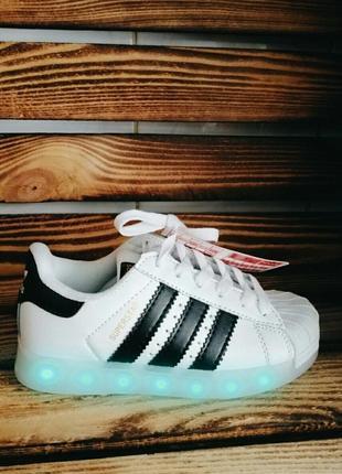 Кроссовки со светящейся led подошвой