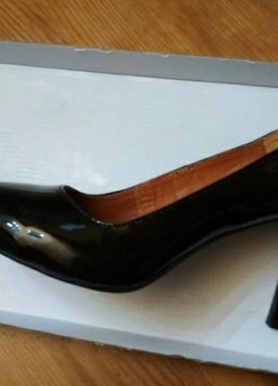 Шикарные лаковые туфли лодочки