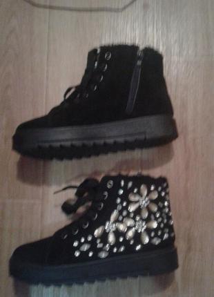 Ботинки с камнями черные