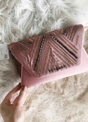 Нежный клатч сумочка обшита камнями new look
