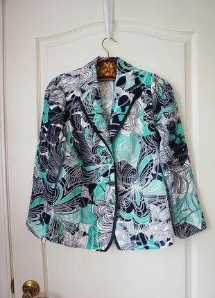 Летний пиджак с ярким принтом