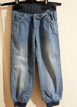Джинсовые штанишки на резинке и хлопковой подкладке рост 104